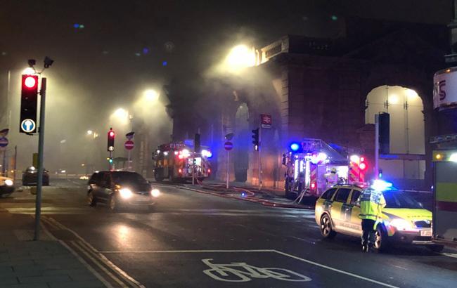В Британии из-за сильного пожара закрыли вокзал