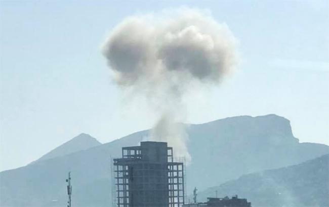Фото: взрыв возле здания МВД Афганистана (twitter.comThe_Hindu)