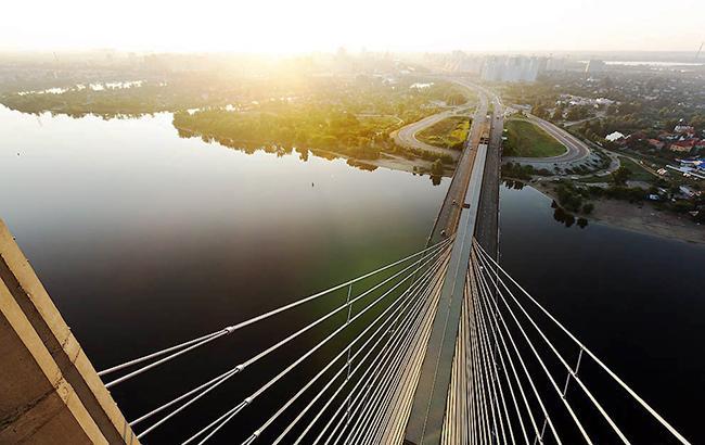 В Киеве на Южном мосту до сентября ограничат движение транспорта
