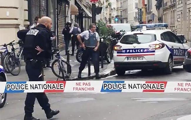 Захвативший заложников в Париже мужчина требует связать его с посольством Ирана