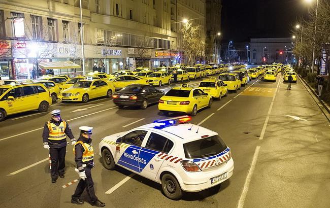 Фото: протест проти Uber в Будапешті (MTI)