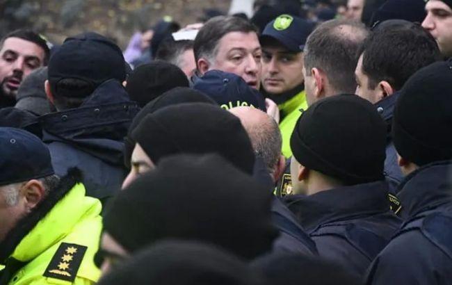 Біля будівлі уряду в Грузії сталися нові сутички з поліцією