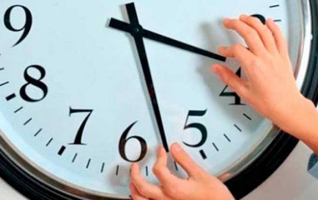 Фото: Перевод часов в Украине 2016 на зимнее время (obozrevatel.com)