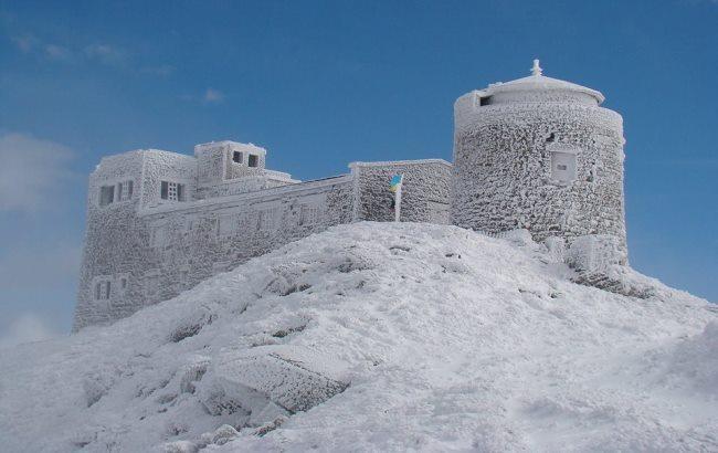 Зима пришла: украинские Карпаты замело снегом
