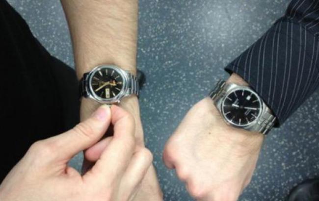 Стрелки назад: украинцам напомнили, когда перевести часы на зимний период