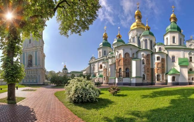 В стране экономический кризис, а в Киеве открывают 12 новых скверов