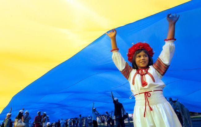 Фото: Украинцы выступают за визовый режим с РФ (atn.ua)