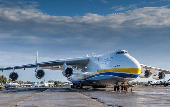 """В Австралии совершил посадку самый большой в мире украинский самолет """"Мрия"""""""