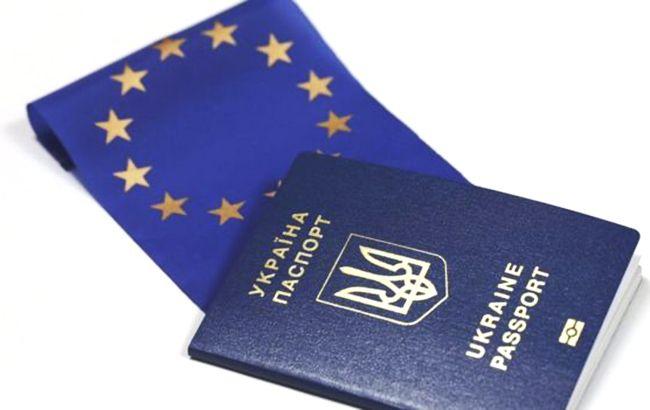 Фото: паспорт (twitter.com-UkrZaKordonom)