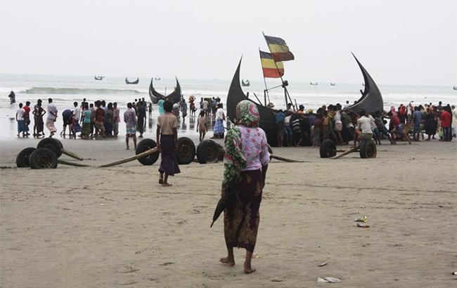 370 тысяч мусульман-рохинджа бежали изМьянмы вБангладеш