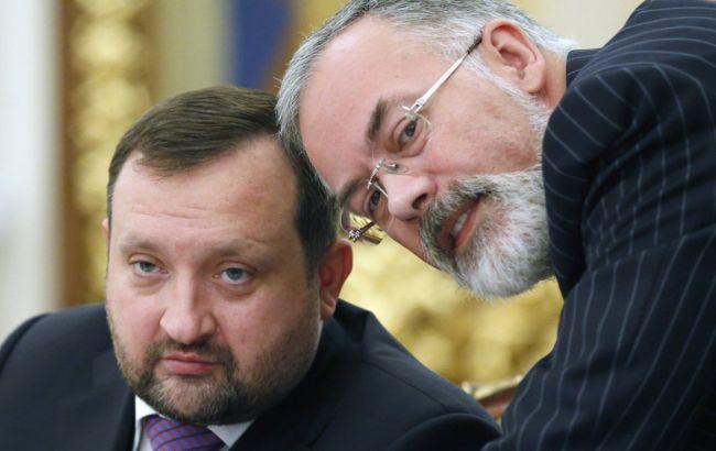 Евросоюз исключил Арбузова и Табачника из санкционного списка