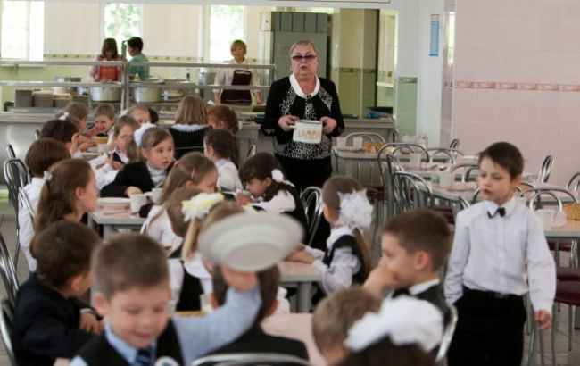 У школах і садочках діти будуть харчуватися безкоштовно: кого це торкнеться