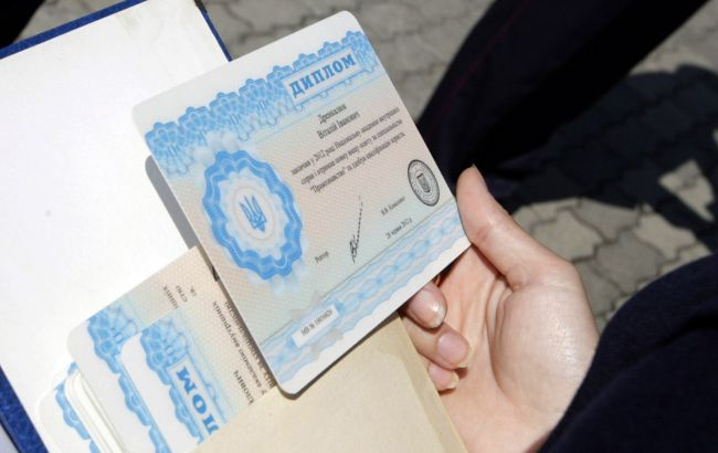 Від дипломів до COVID-сертифікатів: у Кам'янці-Подільську блокували бізнес по підробці документів
