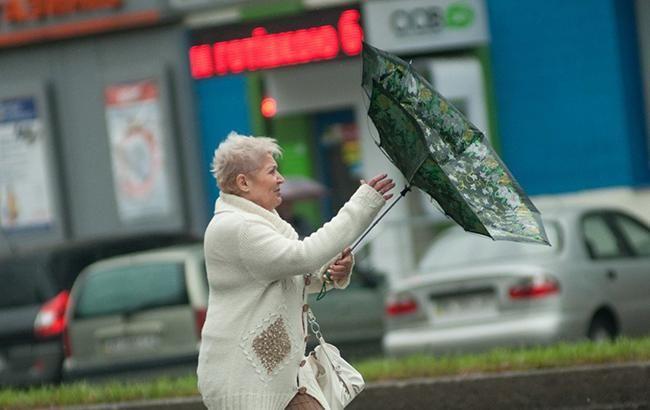 Фото: ветер в Киеве (Александра Прилепы/УНИАН)
