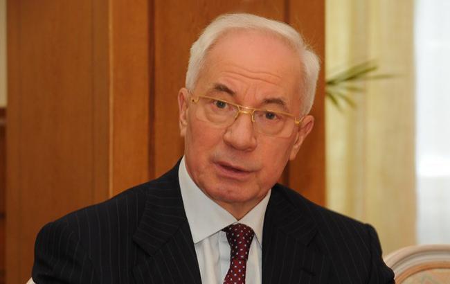 Азаров попросив допитати його в суді над Януковичем по відеоконференції