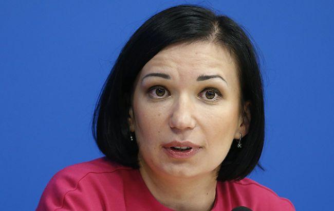 Минск получает выгоды от проведения переговоров ТКГ, - Айвазовская