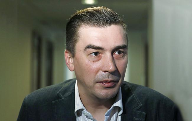 Народный депутат Добродомов объявил, что вего приемную пытались ворваться правоохранители