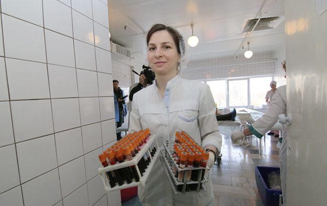 Фото: медицинский работник (УНИАН)