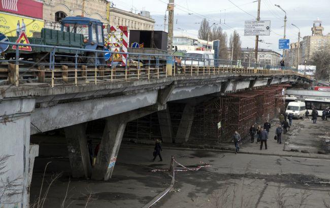 В Киеве начался демонтаж Шулявского путепровода