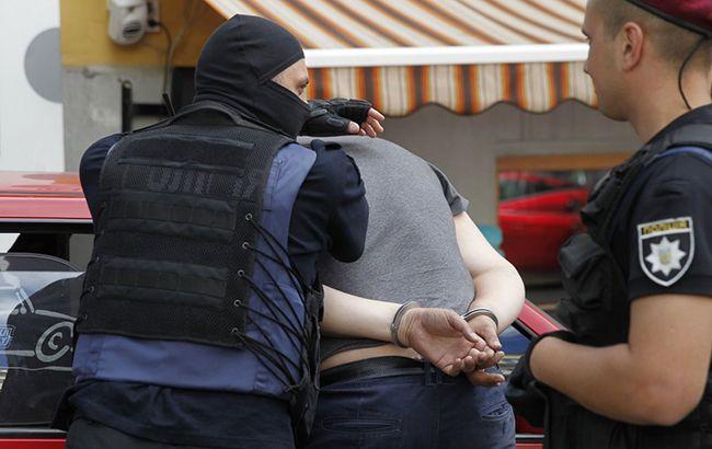 ГФС задержала бывшего сотрудника таможни по подозрению в похищении арестованных товаров
