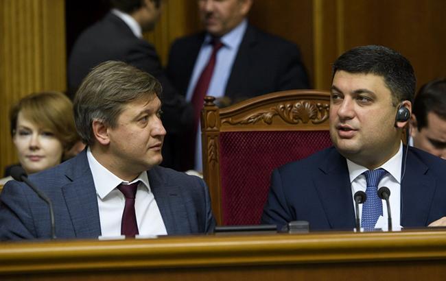 Александру Данилюку и Владимиру Гройсману придется искать источники доходов бюджета (УНИАН)