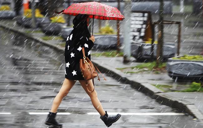 Сильні зливи: Україну накриє погана погода