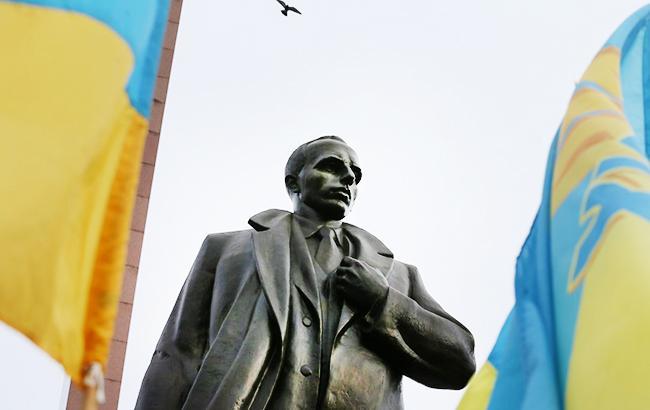В Раде хотят предложить Порошенко присвоить Бандере звание Героя Украины