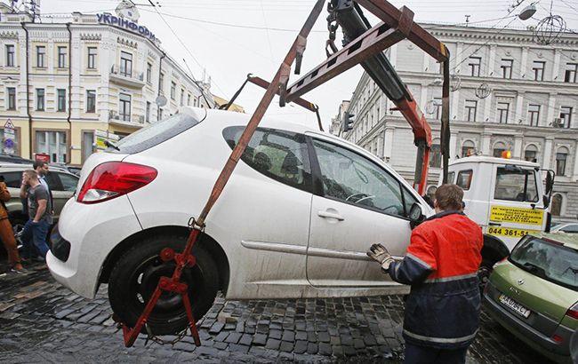 Парковка заборонена: в Україні вводяться нові правила евакуації автомобілів