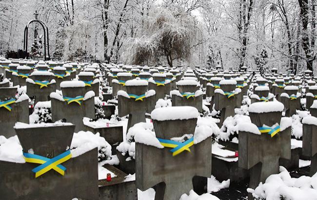 Фото: Кладовищі (УНІАН)