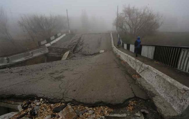Фото (© ЮНІСЕФ): зруйнована інфраструктура на сході України