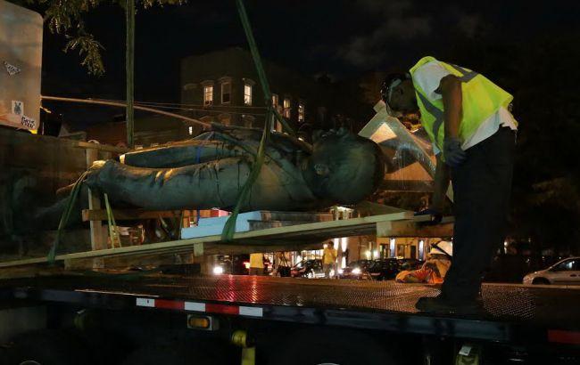 Фото: демонтаж памятника Ленину