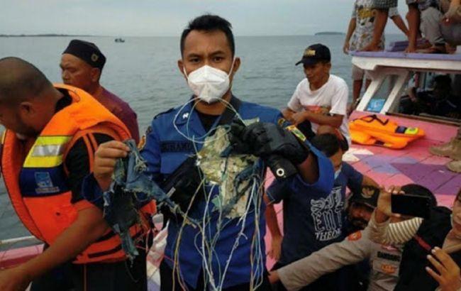 """Знайдено """"чорні скриньки"""" індонезійського літака, який розбився"""