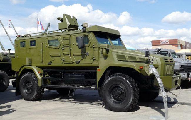 В России на параде 9 мая вспыхнуло военное авто: тушить пришлось тряпкой