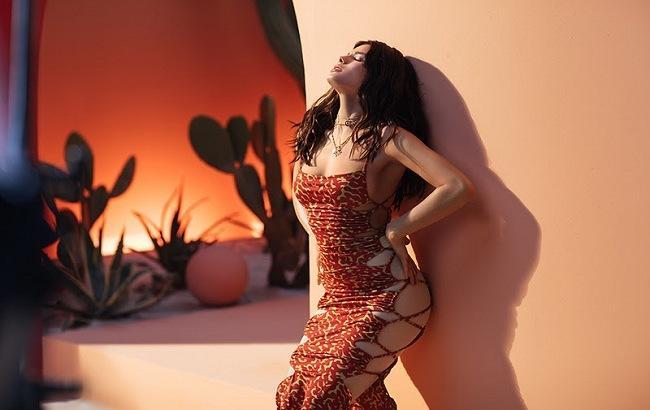 Michelle Andrade показала свое альтер-эго в страстном клипе Hasta La Vista