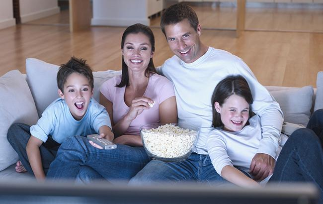 Что посмотреть: топ-3 лучших семейных сериала на зимние каникулы