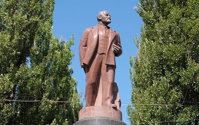 Фото: Памятник Ленину (upload.wikimedia.org)