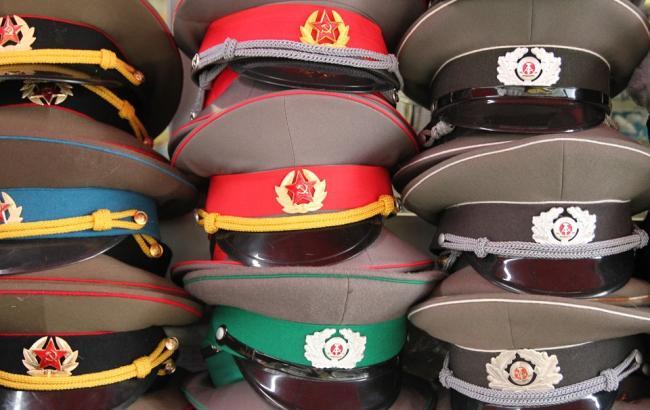 """У Дніпрі """"радянські офіцери"""" потрапили під заборону"""