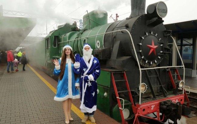 У новорічну ніч потяги будуть контролювати Діди Морози і Снігуроньки