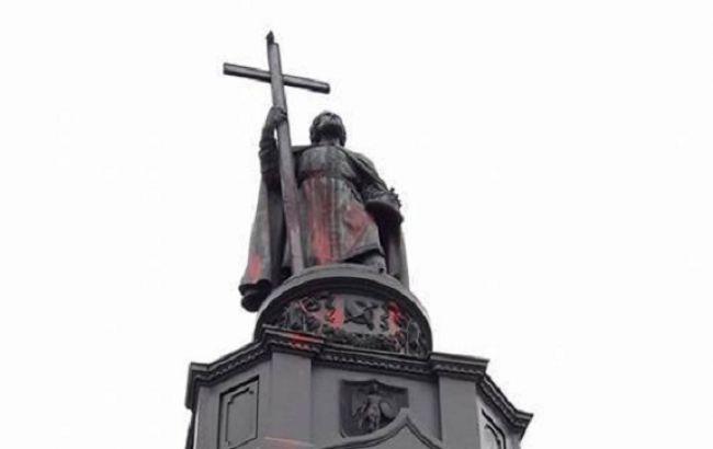 У Києві вандали осквернили пам ятник Володимиру Великому (19.99 20) 6873e80e184ec