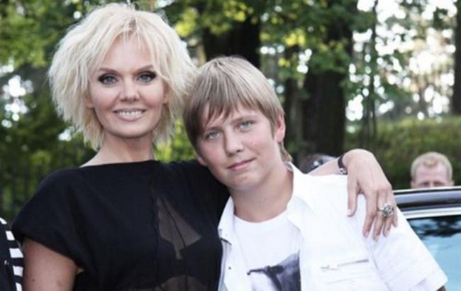 Син співачки Валерії балує маму млинцями