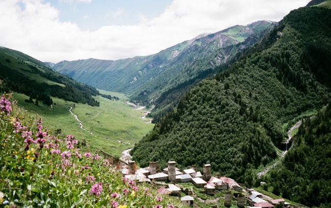 Город-крепость, горы и озера: нераскрученные локации Грузии, о которых редко пишут в путеводителях