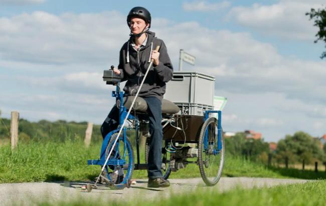 Фото: электрическийтрехколесный велосипед для людей с ограниченными возможностями зрения (Picture-Alliance/DPA)