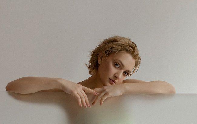 Вера Кекелия впервые станет мамой: артистка показала округлившийся животик (фото)