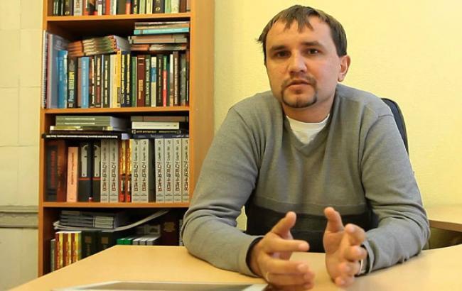 Фото: Володимир В'ятрович на презентації книги (youtube.com)