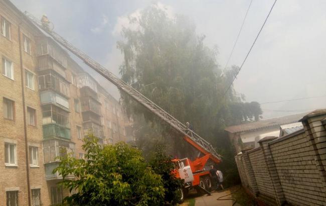 В Броварах горит пятиэтажный дом, проводится эвакуация