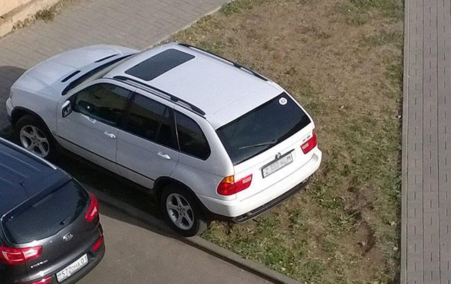 "Фото: ""Герої паркування"" (facebook.com/Victor Melnikov)"