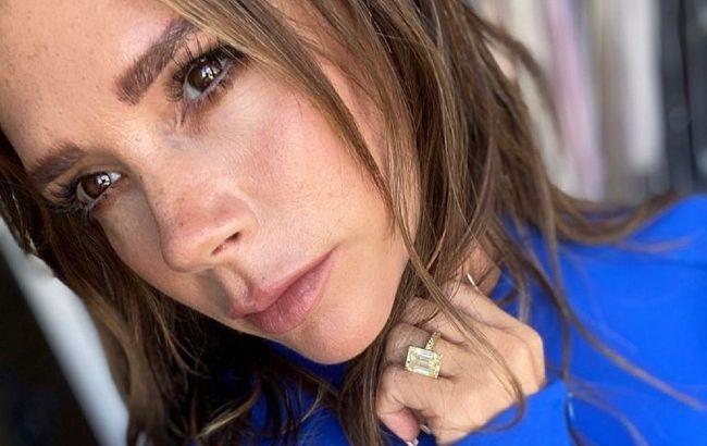 В модных джинсах и рубашке мужа: 47-летняя Виктория Бекхэм восхитила точеной фигурой