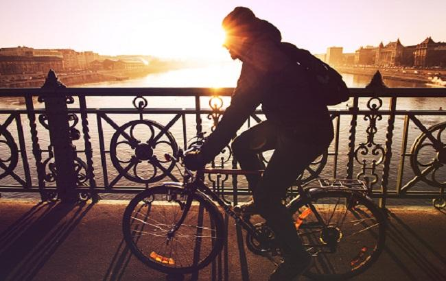 Фото: Езда на велосипеде (unsplash.com/Viktor Kern)