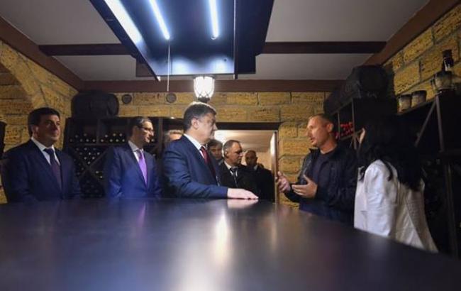 Фото: Петр Порошенко в гостях у одесских виноделов (facebook.com)
