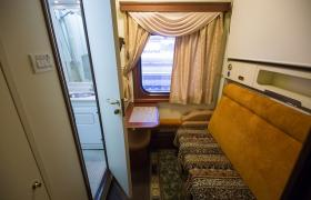 Фото: В новом люкс-вагоне расположено 6 двухместных купе (Виталий Носач, РБК-Украина)